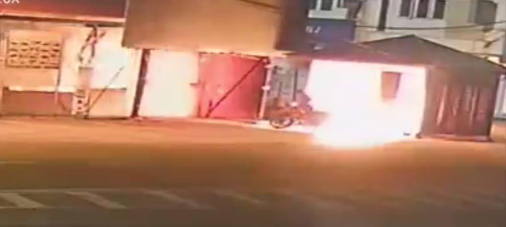 Gambar menunjukkan pondok bit berdekatan Pasar Jelawat, dekat Bachok yang terbakar semalam.