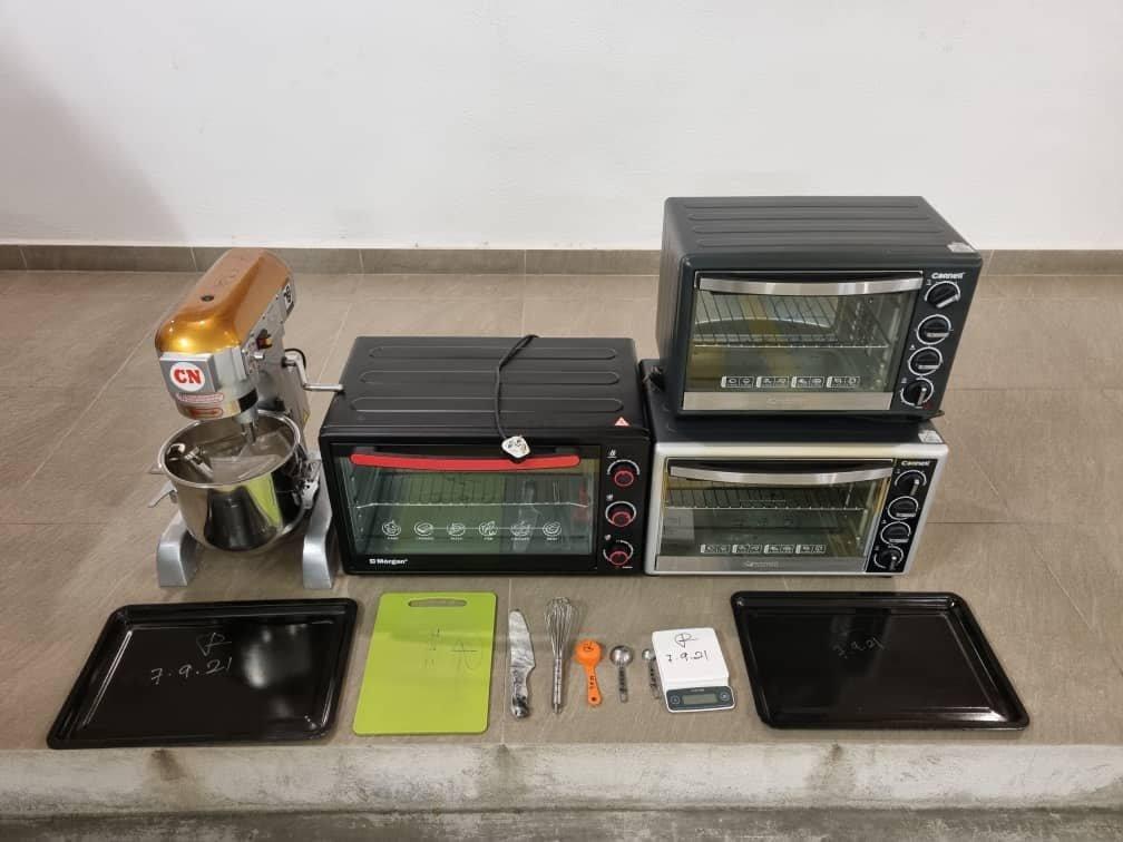 Alatan yang digunakan untuk mengadun dan membakar biskut dan kek ganja. - Gambar dari Facebook Polis KL